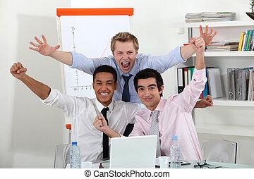 Un equipo de negocios triunfante.