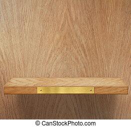 Un estante vacío de madera con placas de metal