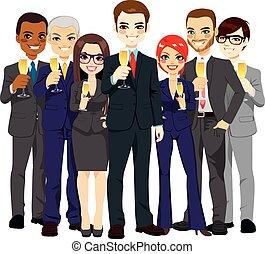 Un exitoso equipo de negocios brindando