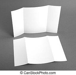 Un folleto en blanco sobre grises para reemplazar tu diseño.