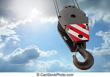 Un gancho Crane en un cielo azul