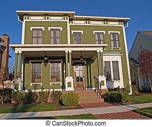 Un gran hogar histórico de dos pisos