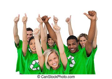 Un grupo alegre de ecologistas