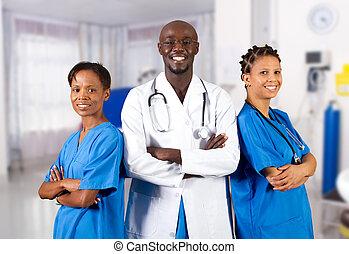 Un grupo de doctores americanos africanos
