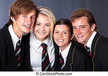 Un grupo de estudiantes felices