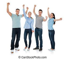 Un grupo de gente animando
