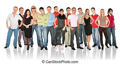 Un grupo de gente de pie