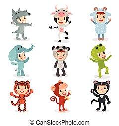 Un grupo de niños con diferentes disfraces de animales lobo, vaca, oveja, elefante, panda, rana, tigre, mono y gato. Niños con trajes de fiesta. Diseño vectorial plano