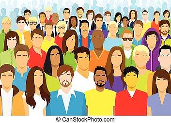 Un grupo de personas casuales se enfrentan a grandes multitudes étnicas diversas