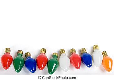 Un grupo de viejas luces de Navidad aisladas en blanco