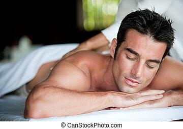 Un hombre con masaje