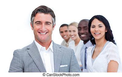 Un hombre de negocios con su equipo