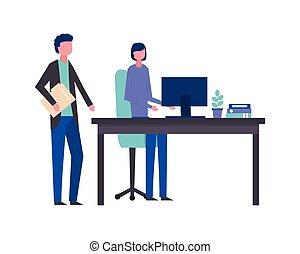 Un hombre de negocios y una mujer ordenador de oficina