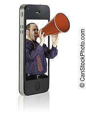 Un hombre gritando en el megáfono