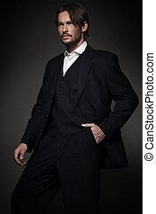 Un hombre guapo con traje