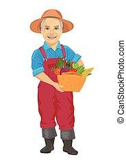Un jardinero anciano con un overol llevando una cesta de vegetales frescos