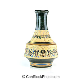 Un jarrón antiguo chino en el fondo blanco