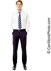 Un joven ejecutivo de negocios confiado