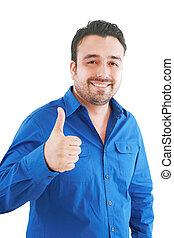Un joven feliz y casual que aparece con el dedo levantado y sonriente aislado en el fondo blanco