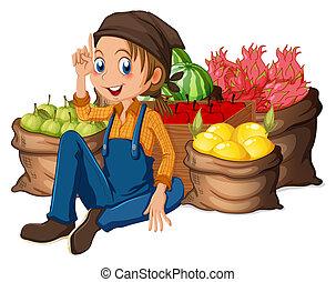 Un joven granjero cerca de sus frutas cosechadas
