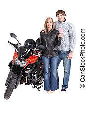 Un joven motociclista con licencia de conducir