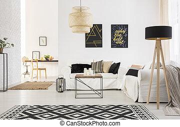 Un loft elegante con sofá