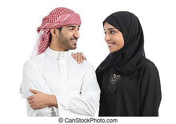 Un matrimonio árabe saudí buscando amor