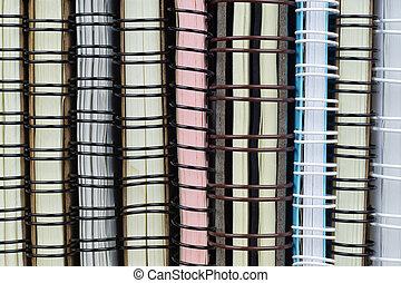 Un montón de cuadernos de carpetas de anillos textura de fondo. Ideal para Volver a la escuela y el concepto de trabajo de oficina.