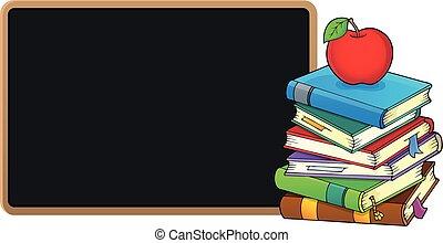 Un montón de libros y pizarra