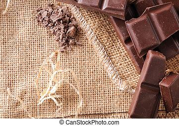 Un montón de porciones artesanas y chips de chocolate de primera vista