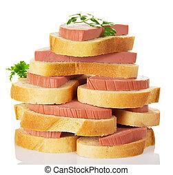 Un montón de sándwiches apetitosos