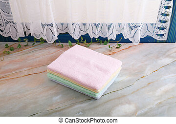 Un montón de toallas de algodón coloridas