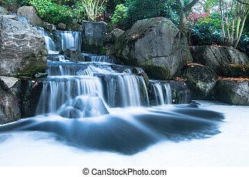 Un paisaje de cascadas orientales