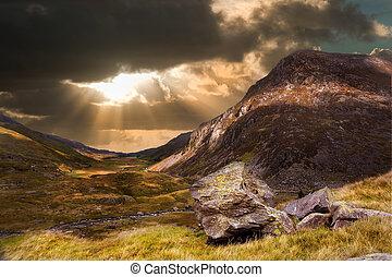 Un paisaje dramático de la montaña