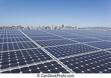 Un panel solar en la azotea
