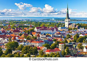 Un panorama aéreo de tallinn, Estonia