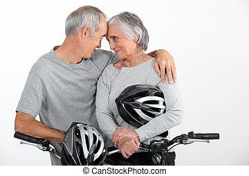 Un par de ancianos enamorados