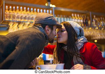 Un par de besos en el café