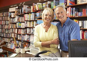 Un par de corredores de libros