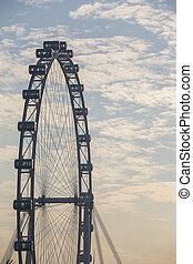 Un piloto de Singapur con nubes del cielo
