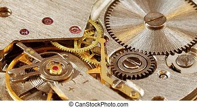 Un primer plano de reloj mecánico