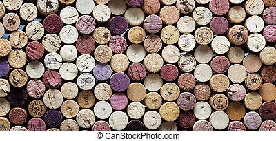 Un primer plano panorámico de corchos de vino