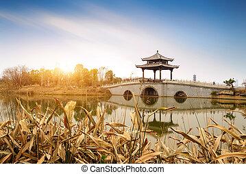 Un puente estilo chino tradicional