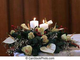 Un ramo precioso con lirios de cala, flores blancas y a Holly