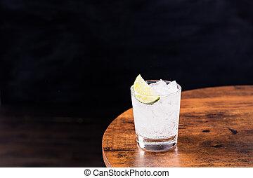 Un refrescante gin tonic
