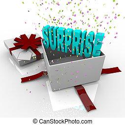 Un regalo sorpresa. Una caja de regalos de cumpleaños feliz
