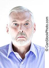 Un retrato de hombre mayor tonto