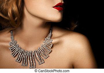 Un retrato de moda de una mujer de lujo con joyas