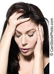 Un retrato de mujer con resaca triste depresión migraña