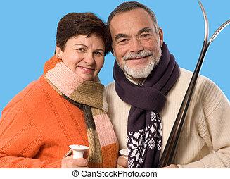 Un retrato de pareja con el esquí